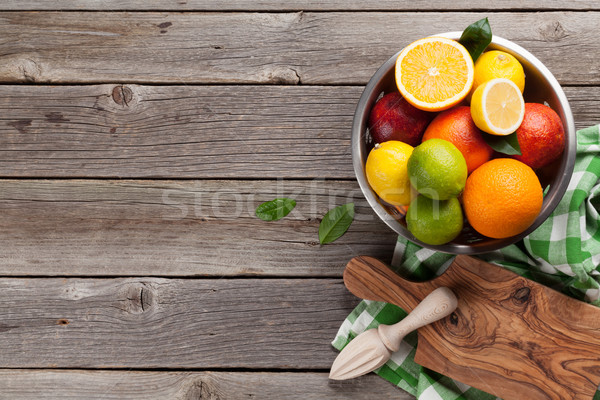 Vers citrus vruchten houten tafel top Stockfoto © karandaev