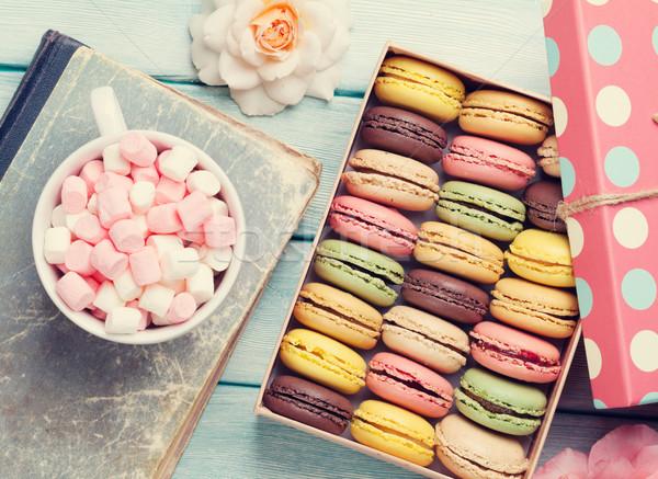 Coloré boîte guimauve coffret cadeau tasse de café table en bois Photo stock © karandaev