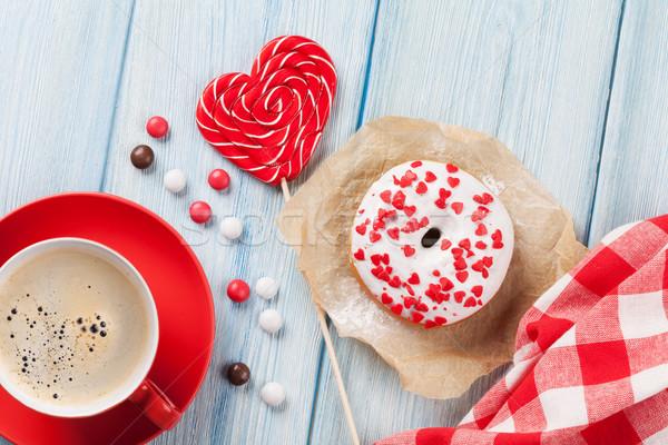 Rosquinha coração doce café mesa de madeira Foto stock © karandaev