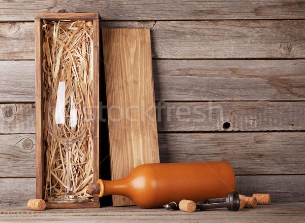 Butelkę wina szkła polu wino czerwone butelki kieliszek Zdjęcia stock © karandaev