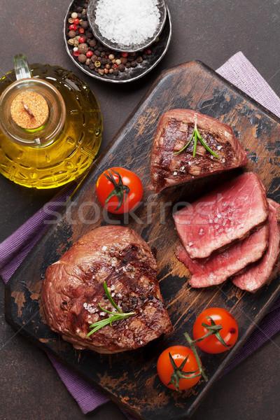 Grillowany filet stek deska do krojenia górę widoku Zdjęcia stock © karandaev