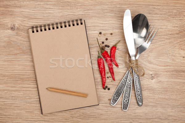 Notepad crayon argenterie table en bois alimentaire Photo stock © karandaev