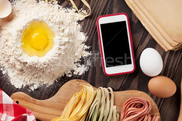 Fatto in casa pasta cottura smartphone schermo app Foto d'archivio © karandaev