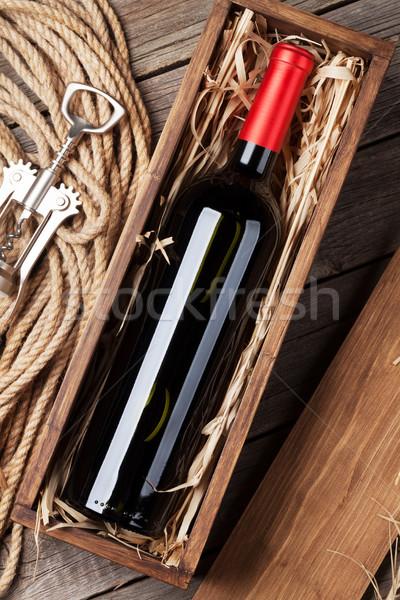 Rode wijn fles vak houten tafel top Stockfoto © karandaev