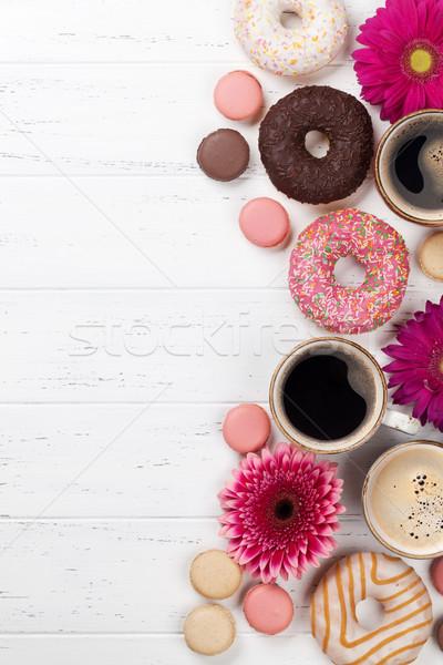 Сток-фото: кофейные · чашки · цветы · белый · деревянный · стол · Top