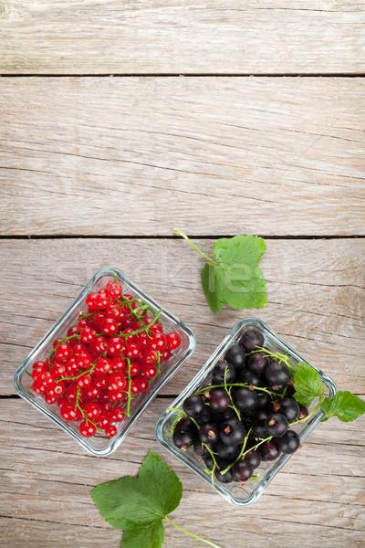 Taze olgun frenk üzümü karpuzu ahşap masa bo Stok fotoğraf © karandaev