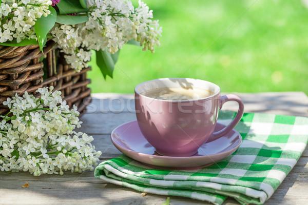 Foto stock: Xícara · de · café · colorido · flores · tabela · jardim