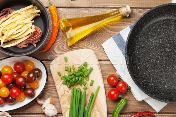 Makaronu gotowania składniki przybory drewniany stół górę Zdjęcia stock © karandaev