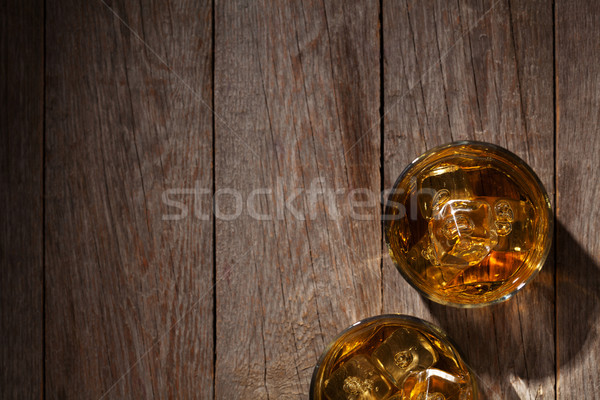 Bril whiskey ijs hout houten tafel top Stockfoto © karandaev