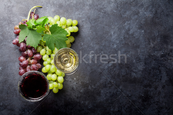 Red and white wine and grape Stock photo © karandaev