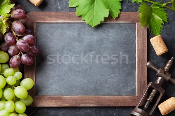 Vermelho branco uvas quadro-negro texto topo Foto stock © karandaev