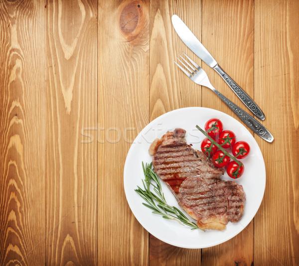 Lendenen biefstuk rosmarijn kerstomaatjes plaat Stockfoto © karandaev