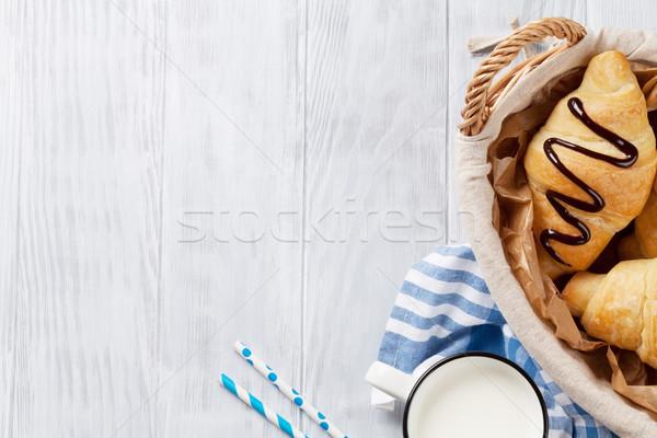 Stockfoto: Vers · croissants · melk · mand · houten · tafel · top