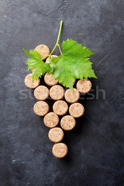 Vino de uva forma hojas piedra mesa Foto stock © karandaev