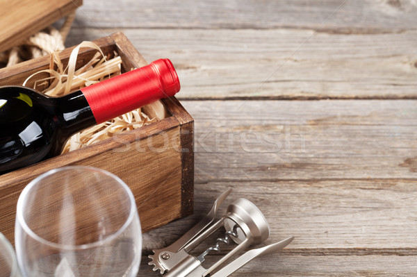 Vino rosso bottiglia occhiali tavolo in legno view copia spazio Foto d'archivio © karandaev