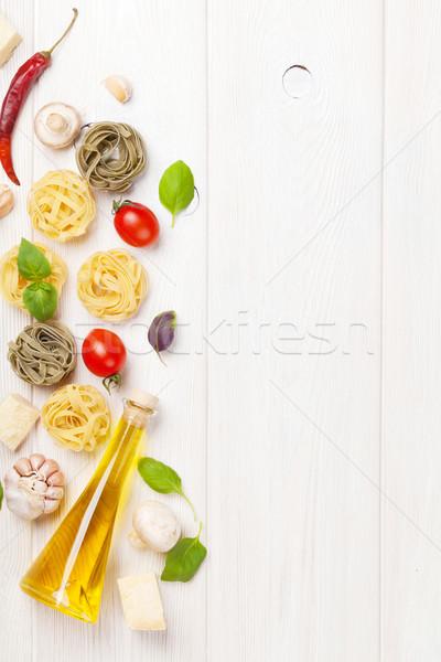İtalyan gıda pişirme malzemeler makarna domates fesleğen Stok fotoğraf © karandaev