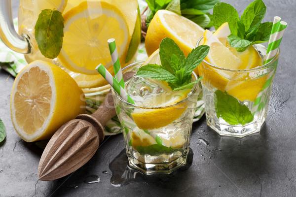 Lemoniada okulary cytryny mięty lodu kamień Zdjęcia stock © karandaev