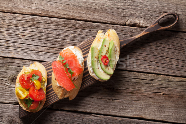 Toast sandwiches avocat tomates saumon bois Photo stock © karandaev