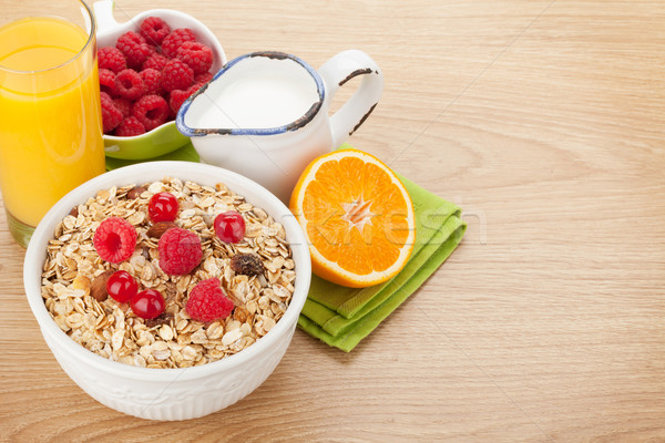 朝食 ミューズリー 液果類 ミルク オレンジジュース 木製のテーブル ストックフォト © karandaev
