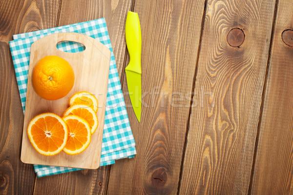 Arancione tagliere top view tavolo in legno Foto d'archivio © karandaev