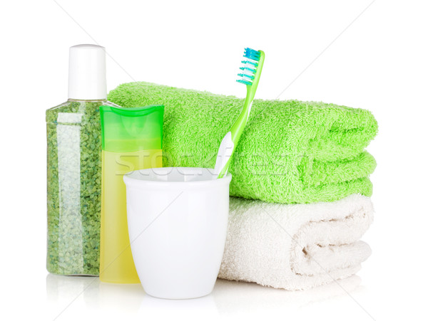 Tandenborstel cosmetica flessen handdoeken geïsoleerd witte Stockfoto © karandaev