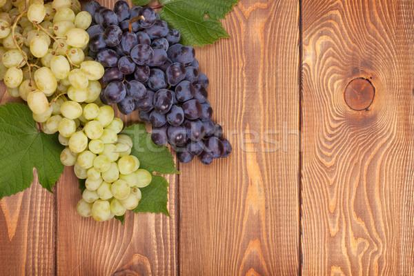 красный белый виноград деревянный стол копия пространства Сток-фото © karandaev