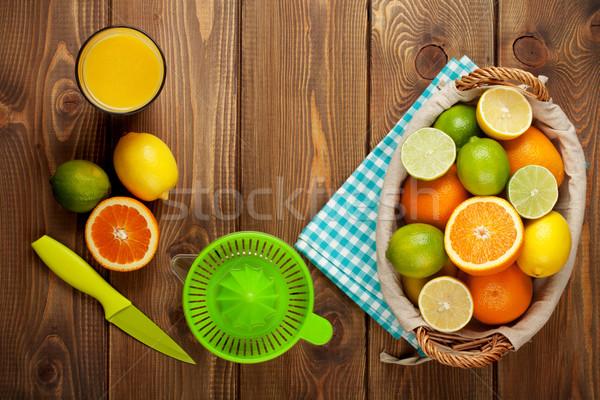 Citrus vruchten glas sap sinaasappelen citroenen Stockfoto © karandaev