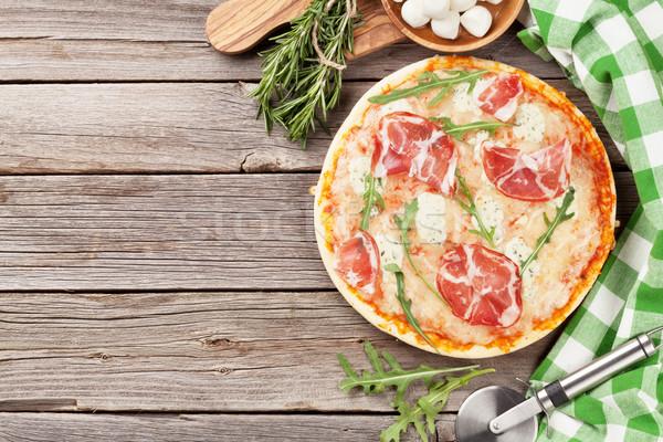 Foto stock: Pizza · prosciutto · mozzarella · mesa · de · madera · superior · vista