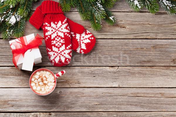Karácsony fenyőfa ujjatlan kesztyűk forró csokoládé mályvacukor fa asztal Stock fotó © karandaev