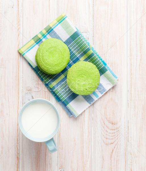 Colorato macarons Cup latte bianco tavolo in legno Foto d'archivio © karandaev
