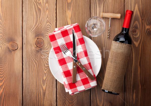Table vide plaque verre de vin vin rouge bouteille Photo stock © karandaev