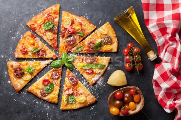 Pizza domates mozzarella fesleğen ev yapımı üst Stok fotoğraf © karandaev