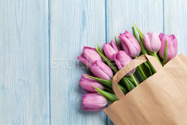 Friss rózsaszín tulipán virágok papírzacskó fa asztal Stock fotó © karandaev
