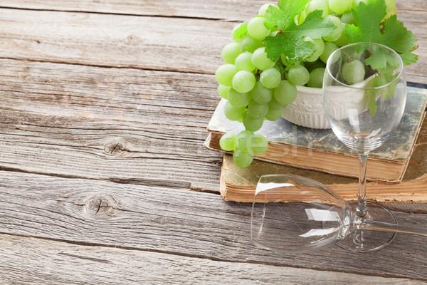 белый винограда Бокалы деревянный стол мнение копия пространства Сток-фото © karandaev
