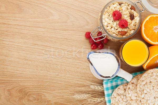 朝食 ミューズリー 液果類 オレンジジュース 木製のテーブル ストックフォト © karandaev