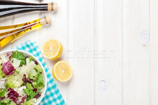 Frescos saludable ensalada blanco mesa de madera Foto stock © karandaev