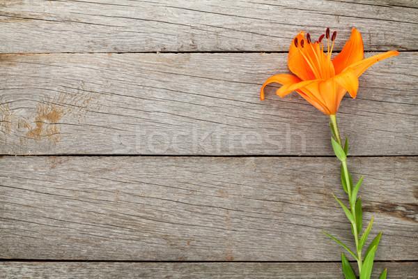 Oranje lelie bloem houten tafel exemplaar ruimte hout Stockfoto © karandaev