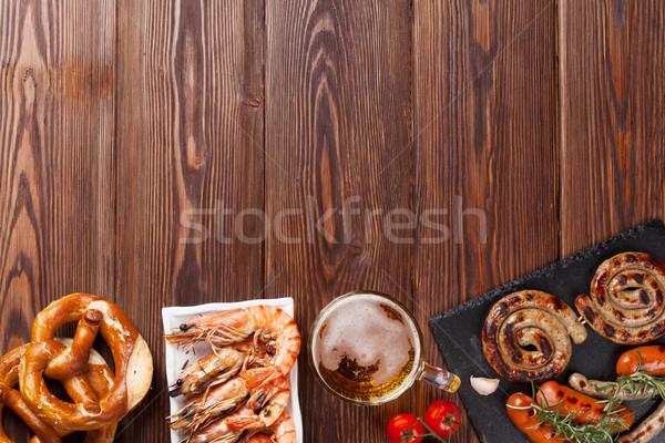 Bière mug grillés saucisses bretzel table en bois Photo stock © karandaev
