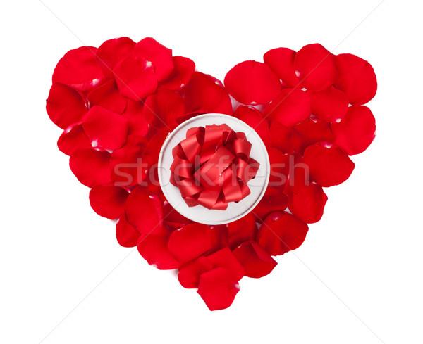 Rose Red petali cuore scatola regalo san valentino isolato Foto d'archivio © karandaev