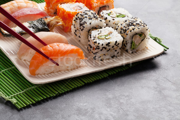 Sushis maki pierre table alimentaire Photo stock © karandaev