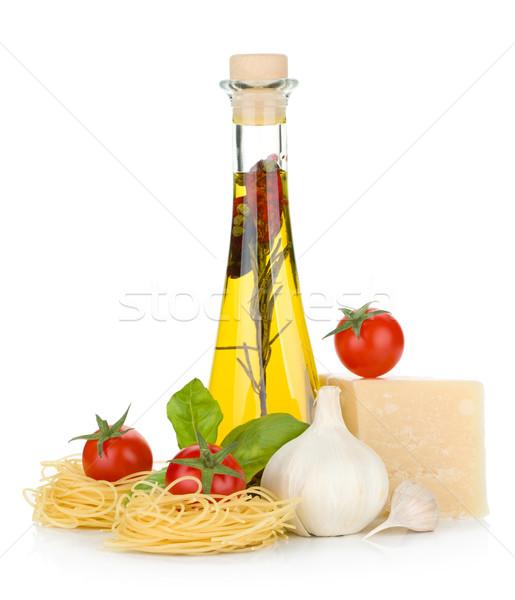 Pasta tomates albahaca aceite de oliva ajo queso parmesano Foto stock © karandaev