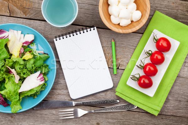 Foto stock: Frescos · saludable · ensalada · tomates · mozzarella · mesa · de · madera
