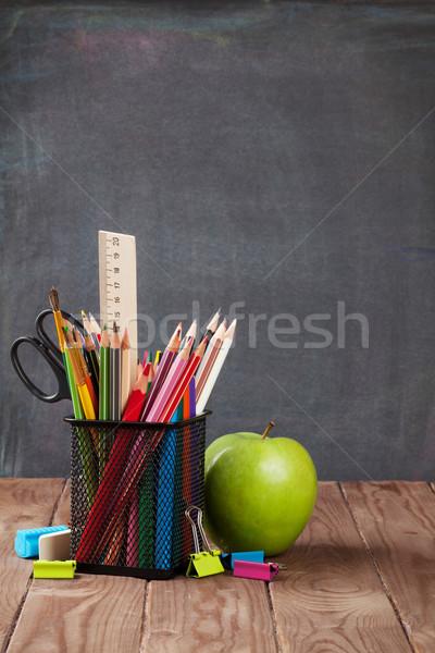 Stock fotó: Iskola · irodaszerek · alma · osztályterem · asztal · iskolatábla