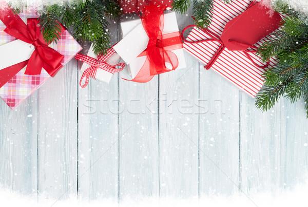 Karácsony ajándékdobozok fenyőfa fából készült felső kilátás Stock fotó © karandaev