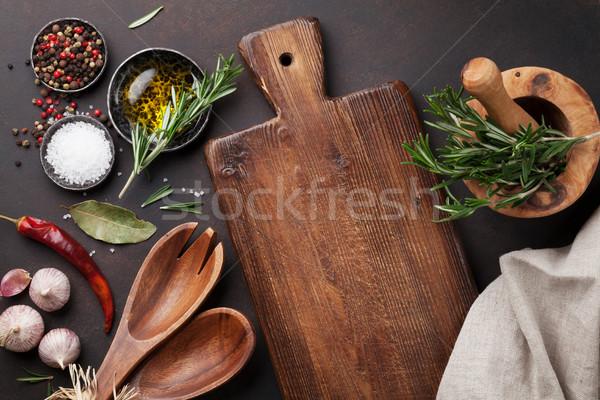 Cuisson table herbes épices ustensiles haut Photo stock © karandaev