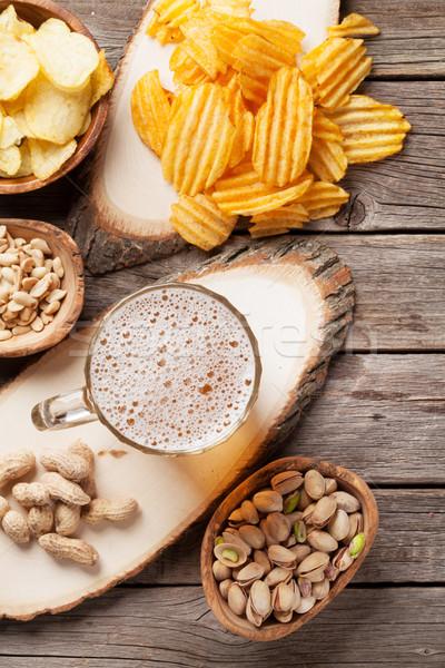 Photo stock: Bière · mug · collations · table · en · bois · noix
