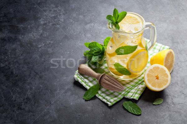 Limonata limone menta ghiaccio pietra tavola Foto d'archivio © karandaev