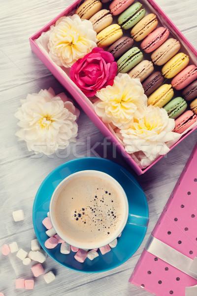 Сток-фото: красочный · кофе · Sweet · macarons · деревянный · стол · шкатулке