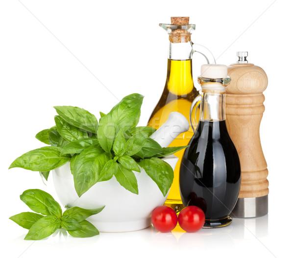 Olijfolie azijn flessen basilicum tomaten geïsoleerd Stockfoto © karandaev