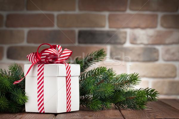 Stock fotó: Karácsony · ajándék · doboz · fenyőfa · ág · fa · asztal · kilátás